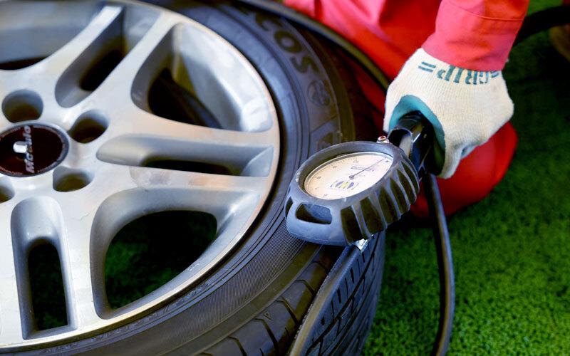 タイヤの空気圧を測る
